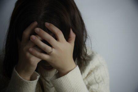 【人前で話すのも苦でなくなる!?】緊張を克服する方法とは?